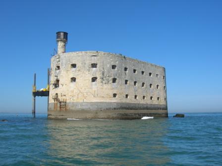 Le célèbre Fort Boyard au large de Boyardville sur l'ile d'Oleron