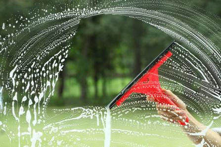 Conseils et techniques pour laver vos vitres - Comment bien nettoyer des vitres ...