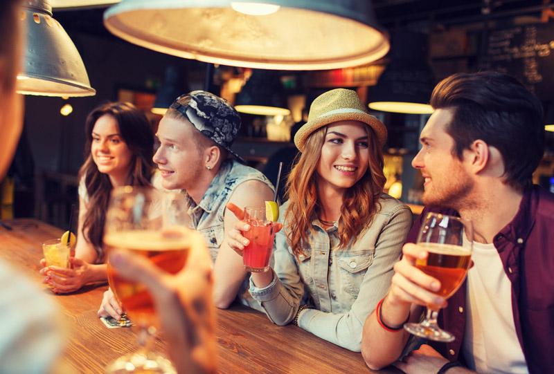 Soirée dans un bar ou pub