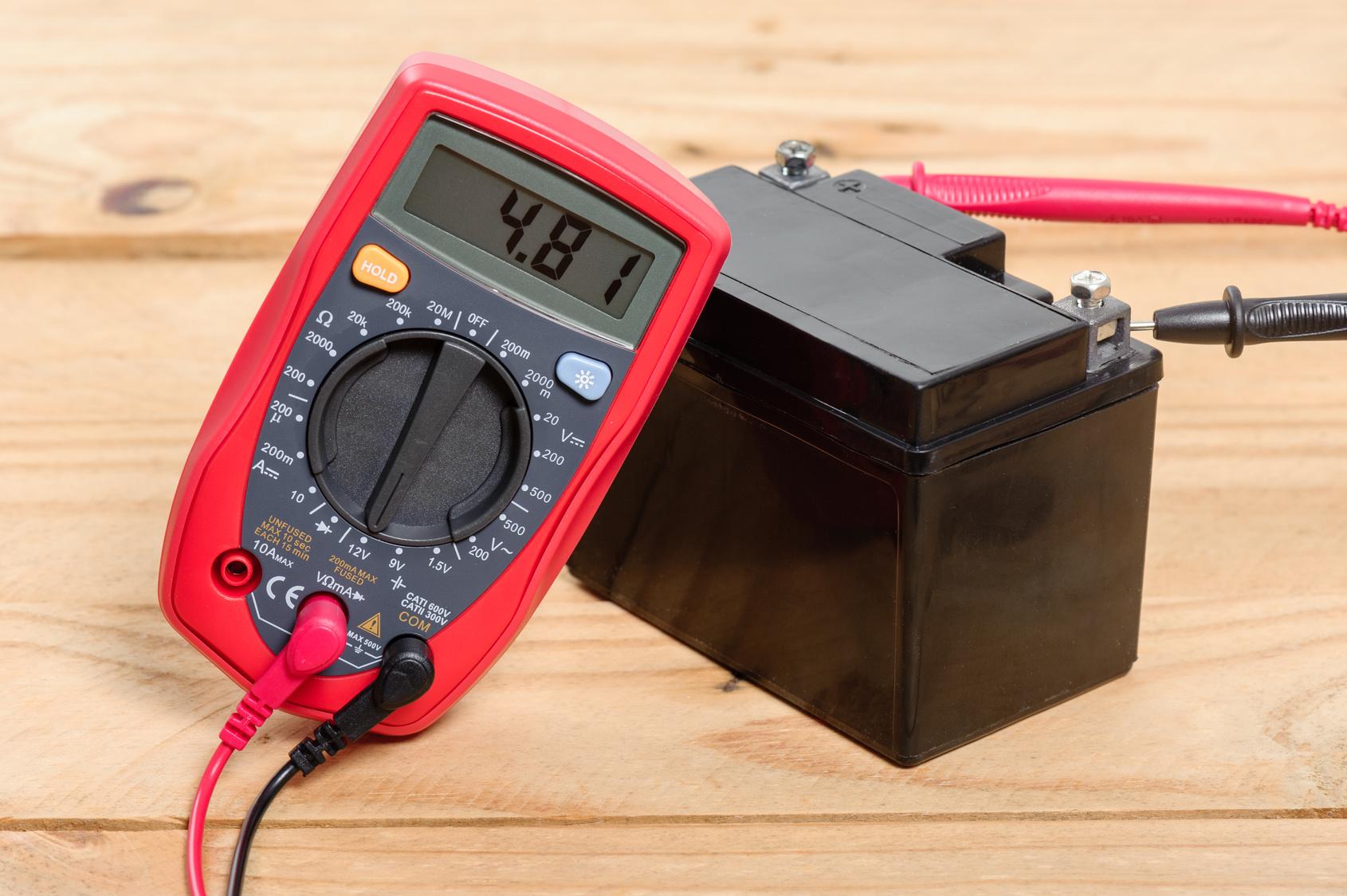 Batterie moto, tests et les outils