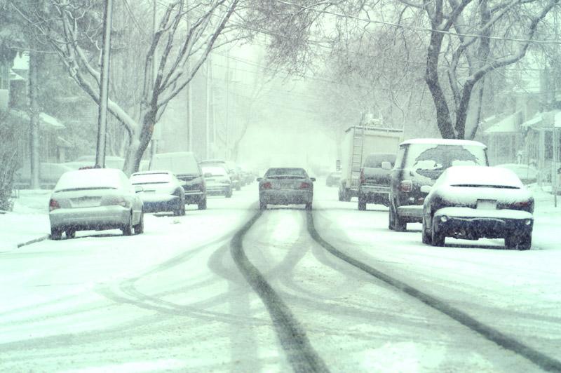 Conduire sur route enneigée