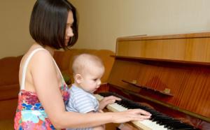 initier les enfants au piano dès tout petits